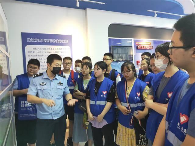 警營開放日|威海40余名高中生進行消防體驗實踐活動