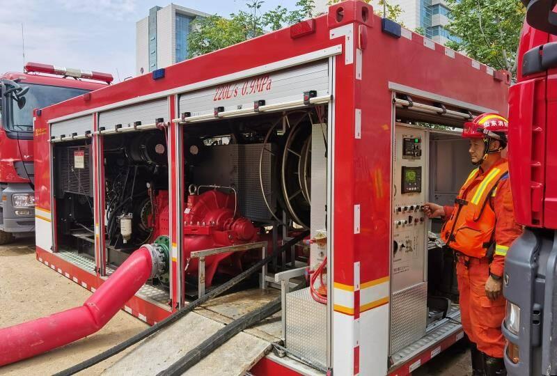 山东消防多支增援力量协同作战 助力郑州一家医院恢复正常秩序