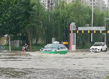 """台风""""烟花""""来袭,德州交警公布32处市区易积水路段"""
