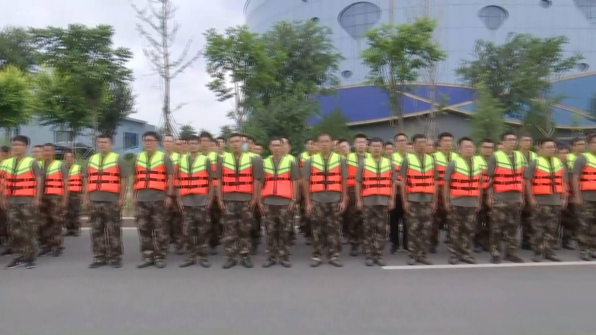 """严阵以待!寿光救援机械物资和抢险队伍到达指定位置丨迎战台风""""烟花"""""""