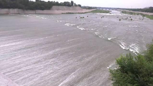 """台风""""烟花""""来袭!潍坊10个雨量站点降雨量超过百毫米"""