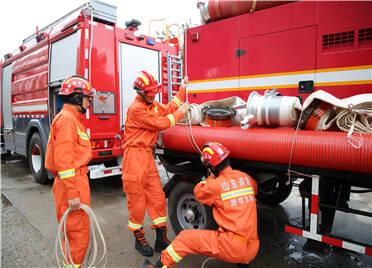 出发!6名指战员、1部消防车及1台排涝泵车……寿光市消防救援大队增援德州