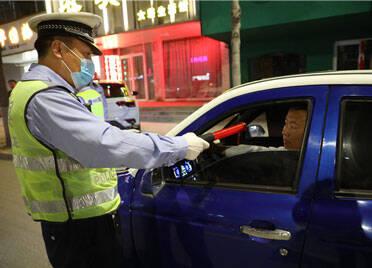 """三个月查处交通违法近两万起 高密交警""""暴风行动""""战果斐然"""