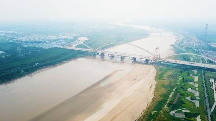 航拍 齐鲁黄河大桥吊索安装完成 济南多条北跨桥隧工程进展完成7成