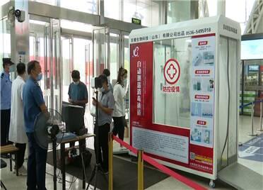寿光公益组织捐赠两台自动测温消毒通道 助力公共场所防疫