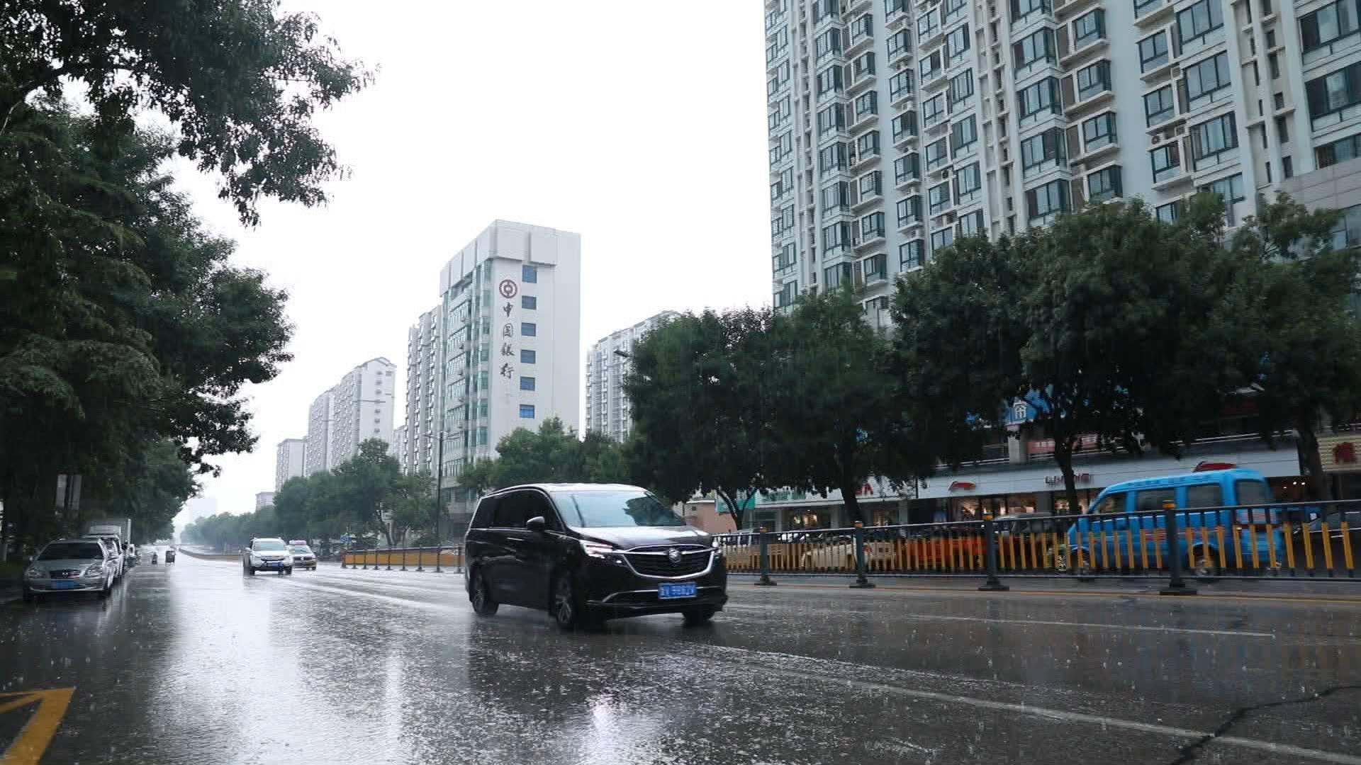 威海、烟台、潍坊局地降下大雨!鲁西北、鲁中、鲁东南和半岛仍有雷阵雨