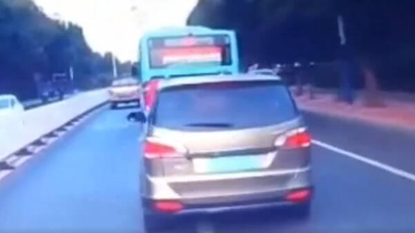 濱州一車輛惡意別車被舉報 被罰款100元