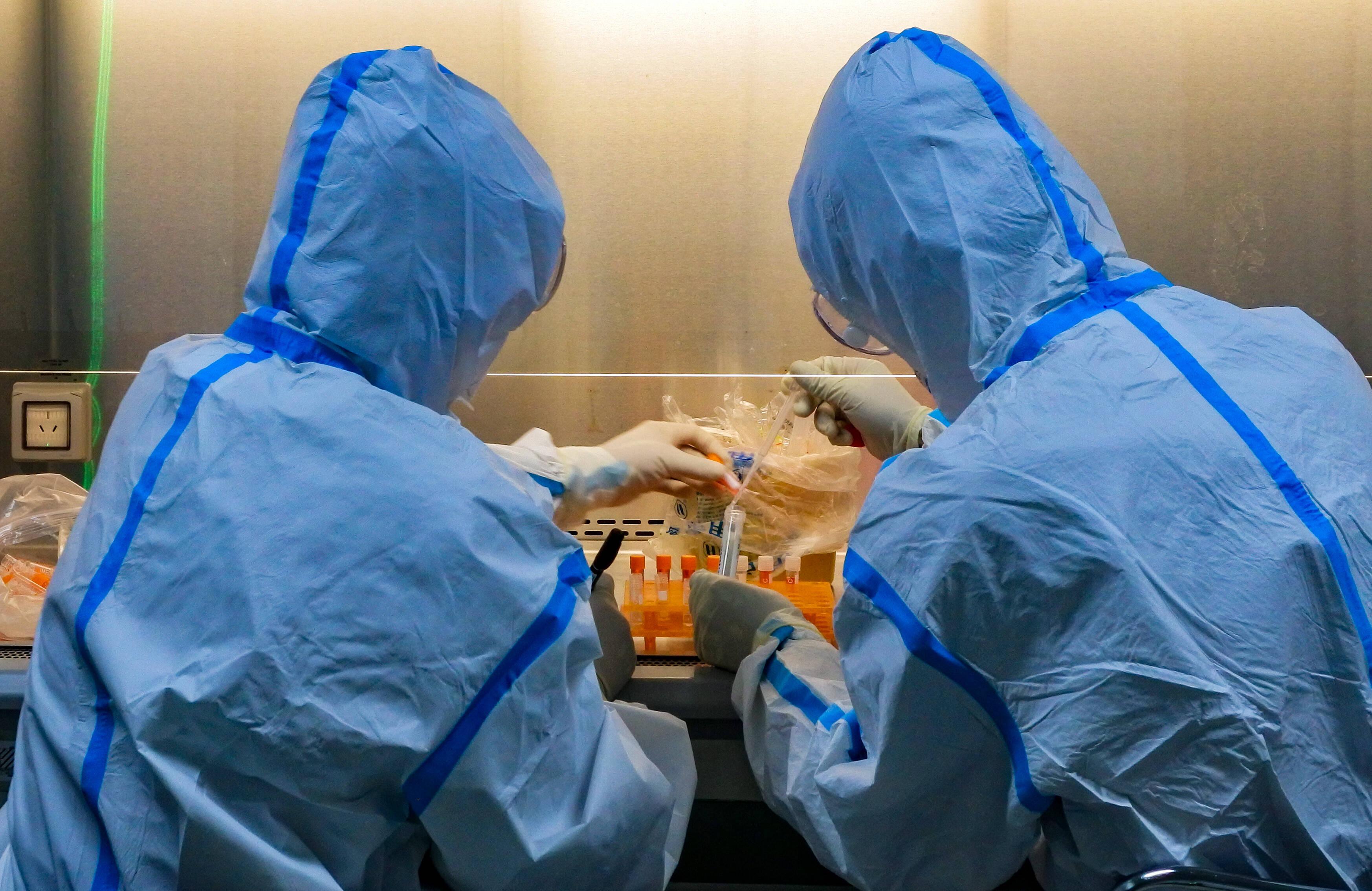 """影像力丨为病例诊断""""一锤定音"""",为疫情防控""""争分夺秒"""" 这就是新冠病毒检测员的日常工作"""
