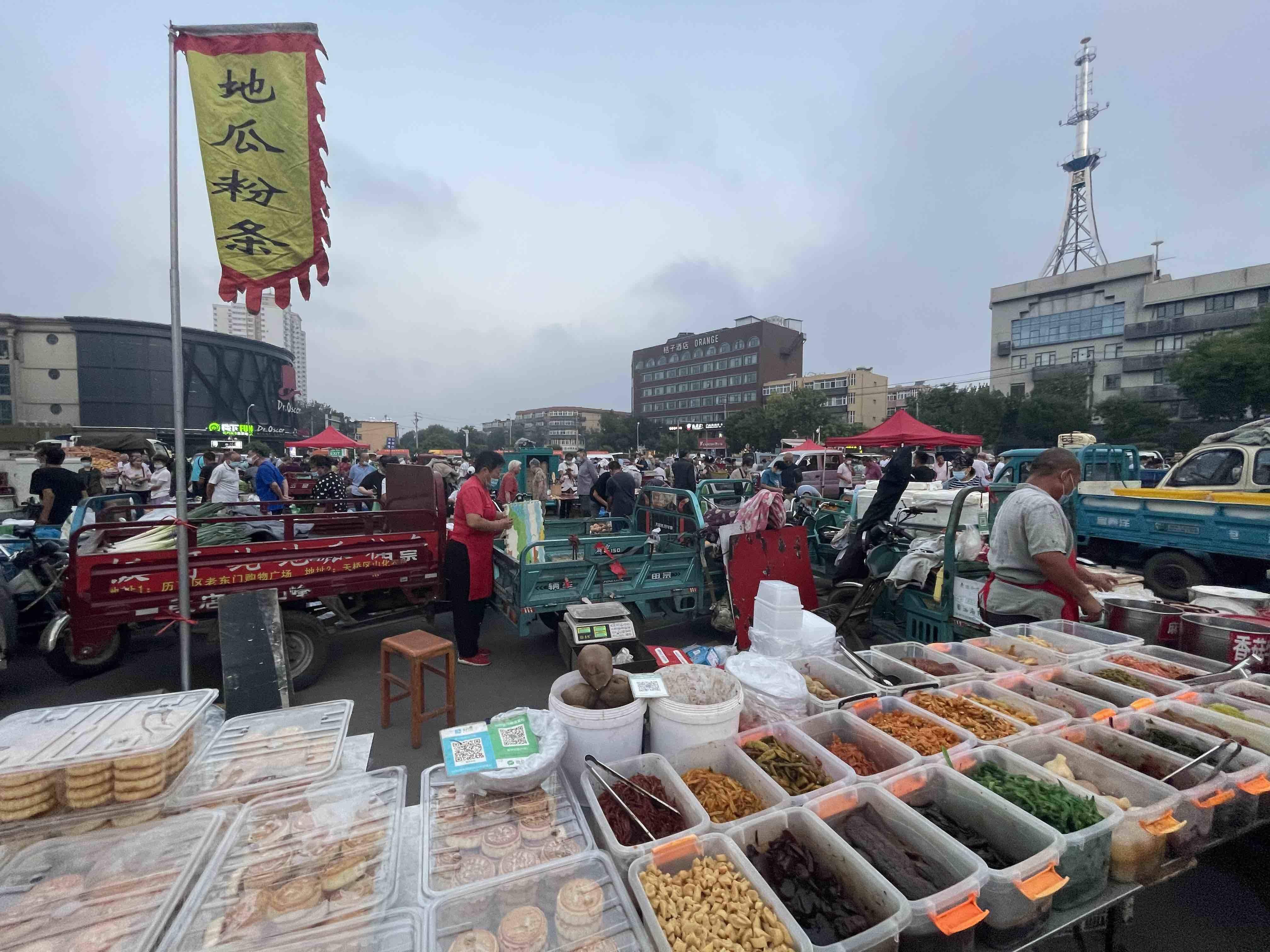 水果蔬菜、粮油米面……记者带你来济南老东门赶早市啦