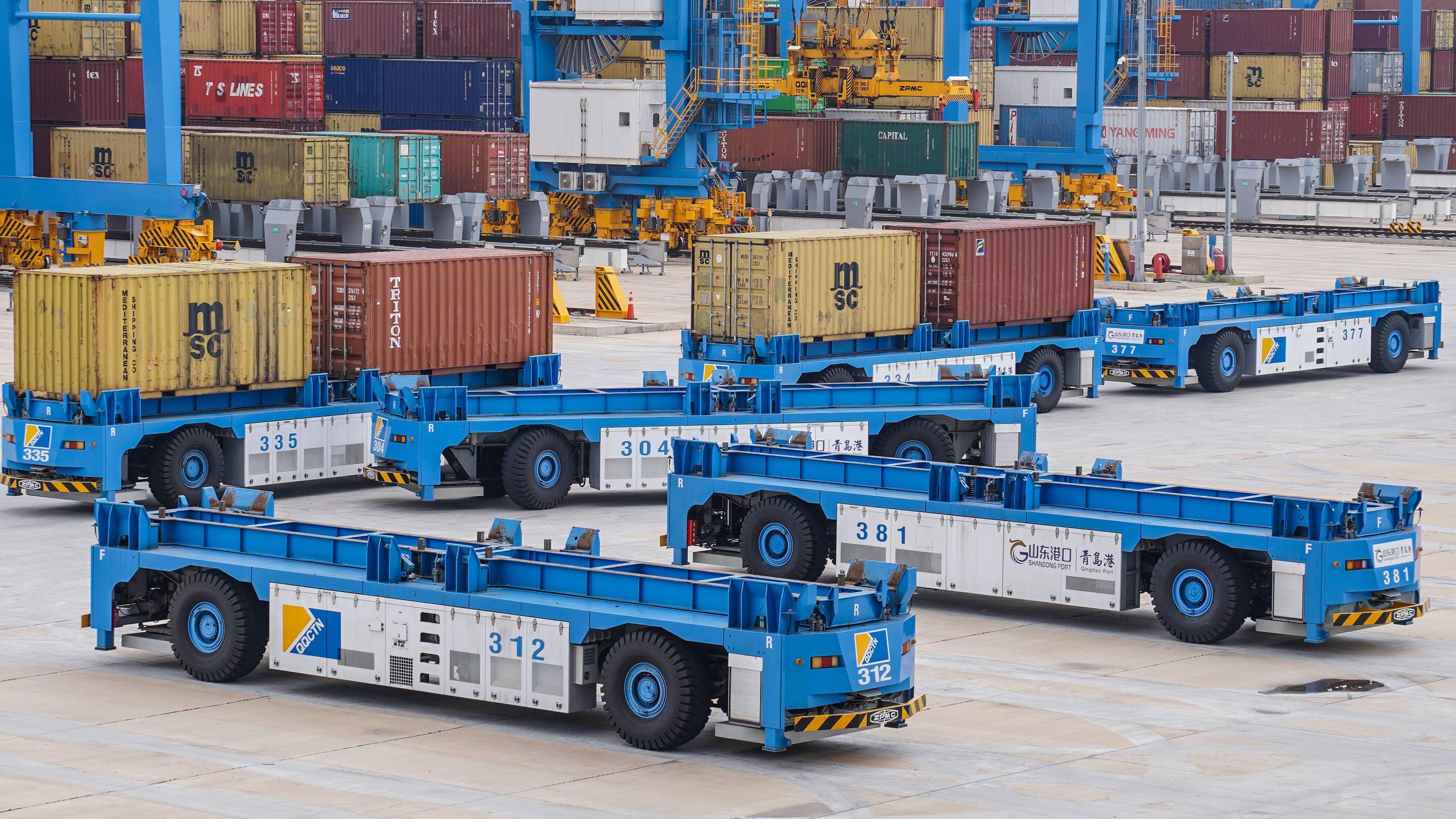 52.1自然箱/小时!山东港口青岛港全自动化码头第七次创出桥吊单机效率世界纪录