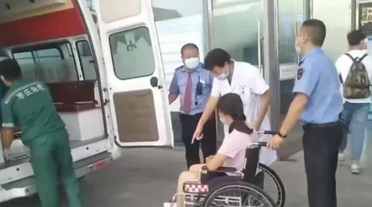 """开辟""""绿色通道""""争取救治时间 枣庄高铁站接力救助孕妇旅客"""