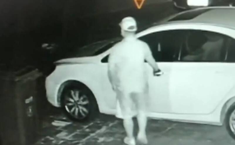 监控还原 | 凭运气拉车门只偷现金 嫌疑人在网吧被抓获