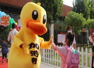 加油鸭、开学礼物、朱砂启智……看德州这所小学开学首日的迎新仪式感