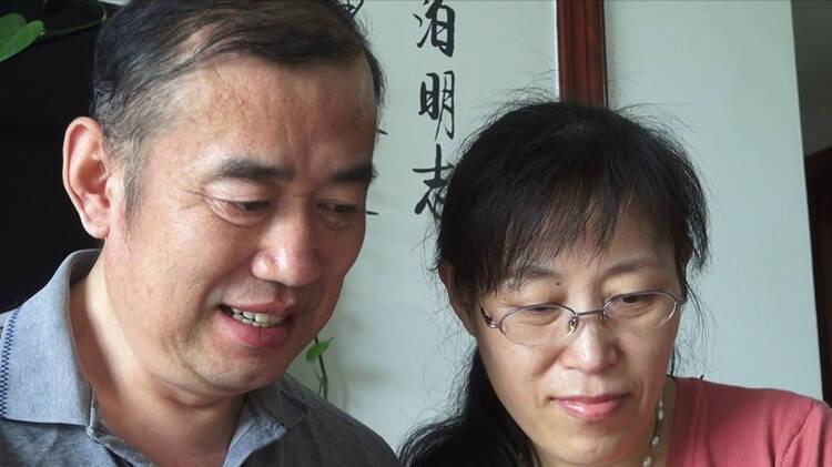 """父亲因病失语儿子坚持视频""""陪聊"""" 母亲则用爱撑起这个家"""