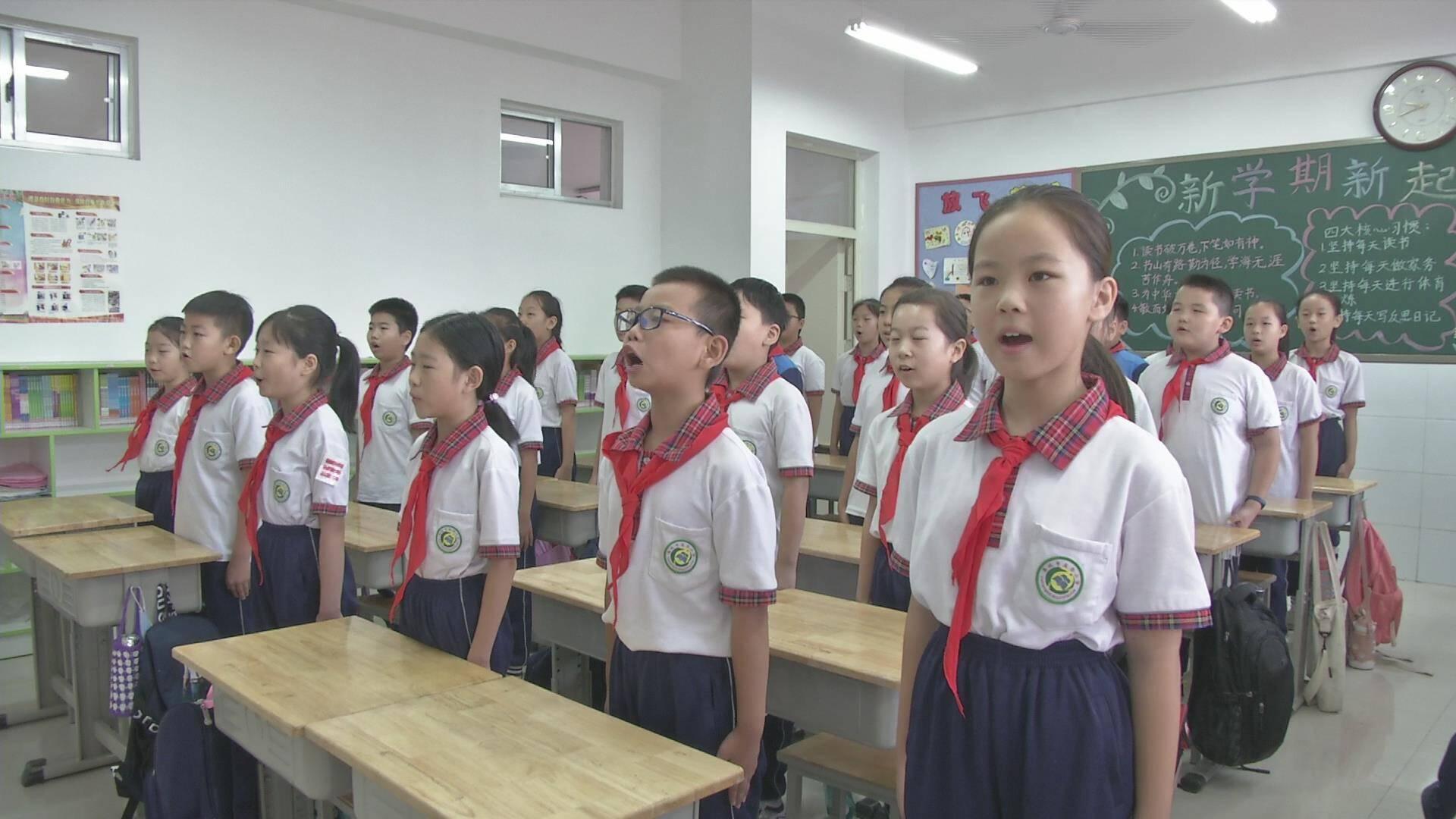 德州禹城:小学生集体诵读诗歌,共同感念师恩