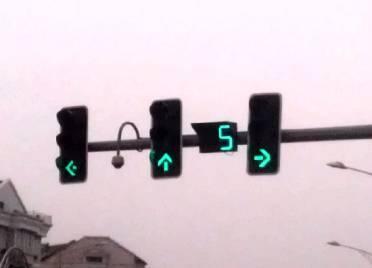 """嗖嗖嗖!德州东风路、东方红路14处交叉口新增绿波带 记者现场体验绿波""""加速度"""""""