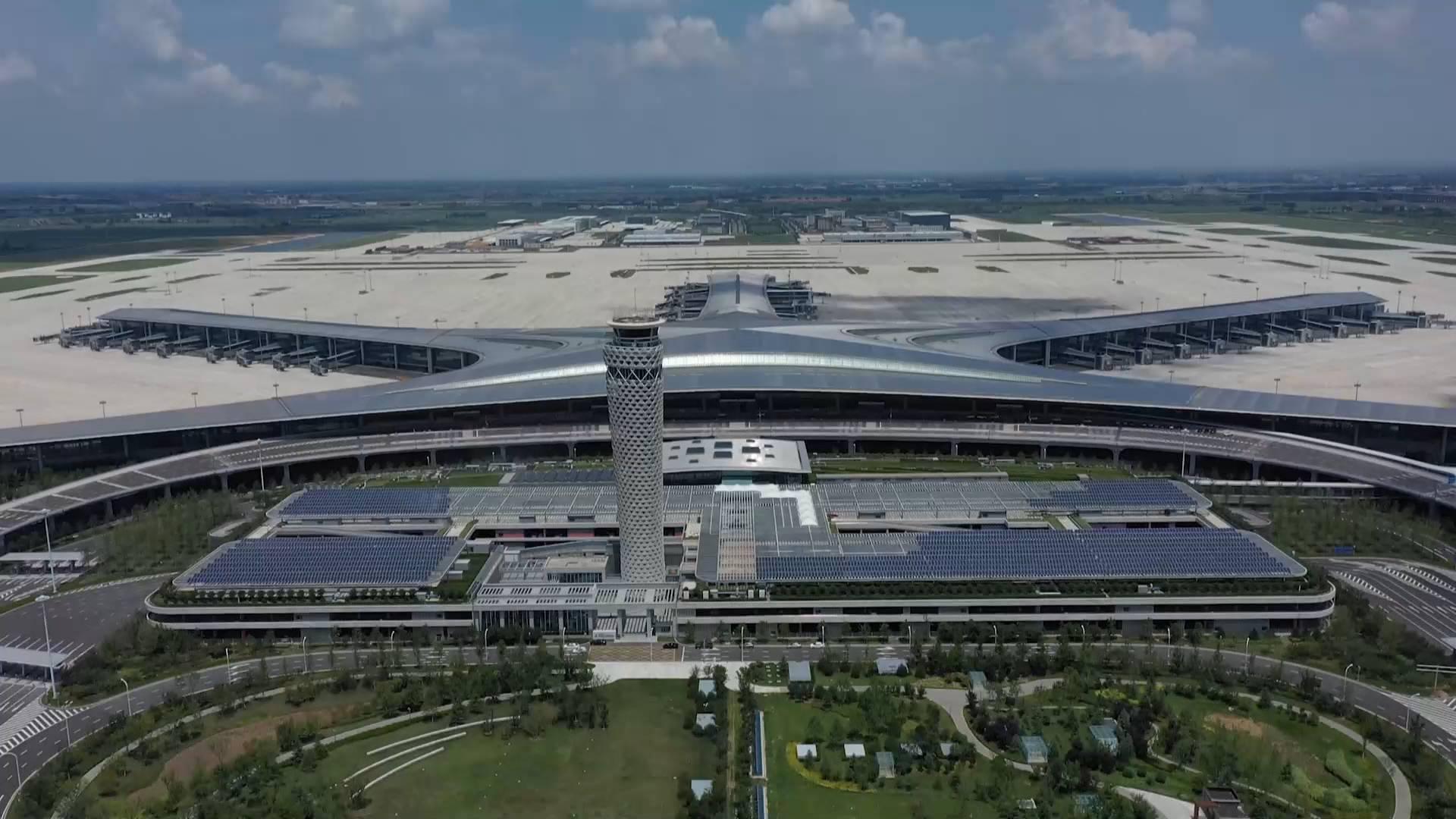 """青岛胶东机场开航投运""""满月"""" 完成旅客吞吐量98万人次"""