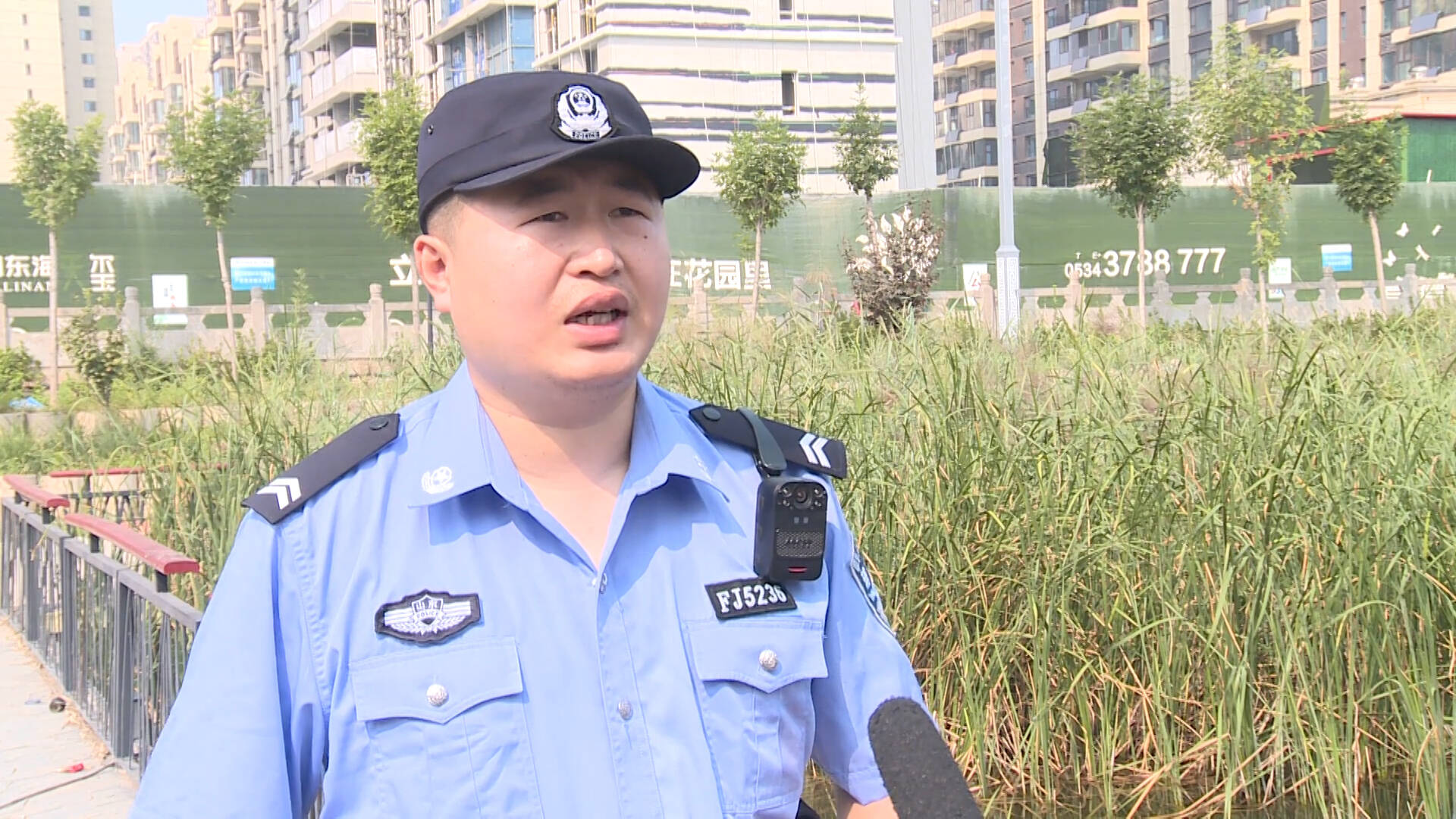德州庆云:老人落水命悬一线,辅警跳湖紧急救援