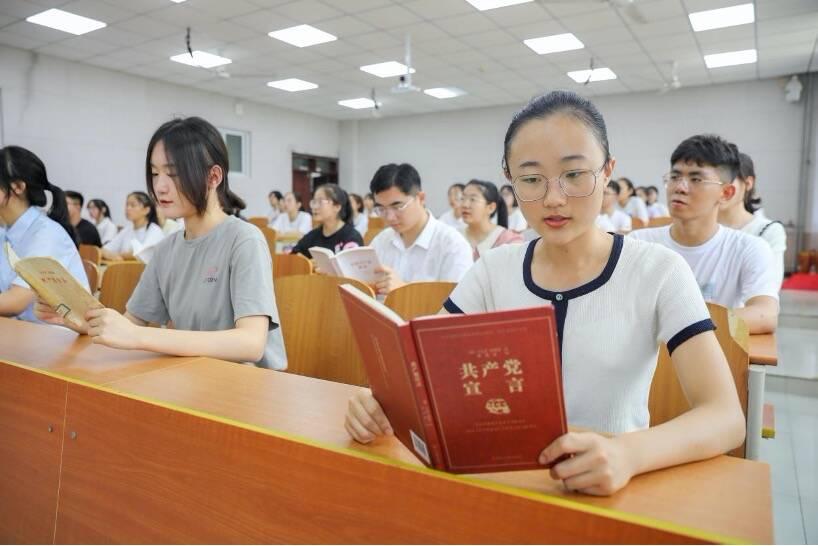 """曲阜师范大学马克思主义学院举办""""在马言马""""入学第一课"""