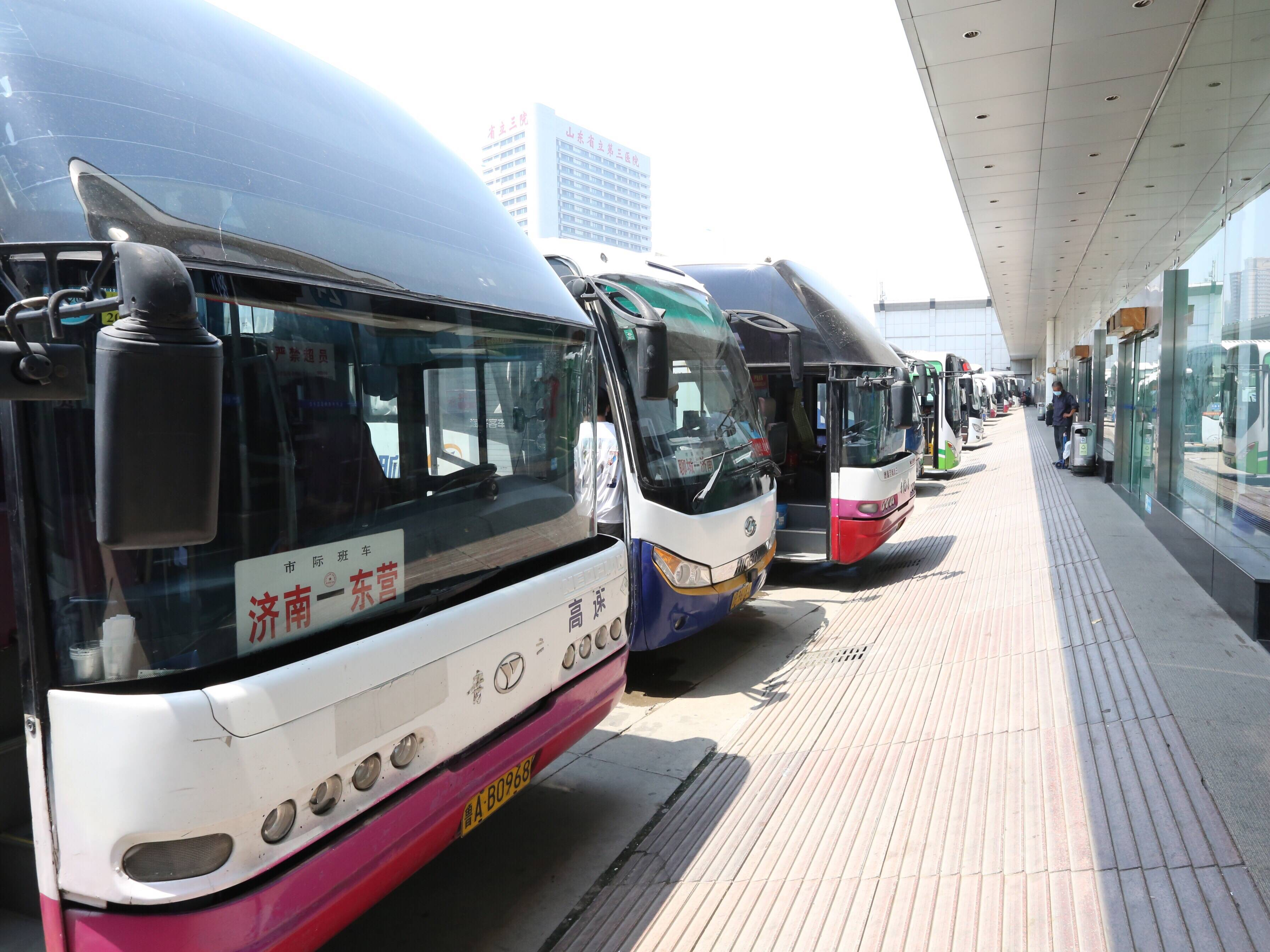 """济南长途汽车总站:""""双节""""来临 提前售票 国庆部分线路客票已售超过1/3"""
