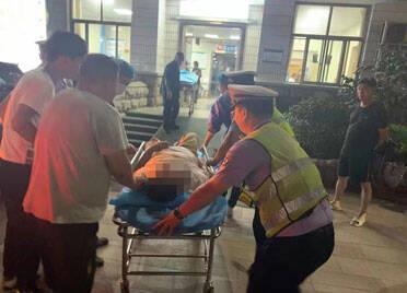 潍坊高密:老人突发脑血梗 交警火速带路送医