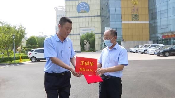 """让爱延续!潍坊""""救人的哥""""王树华捐了5000元给福利院的孩子们"""
