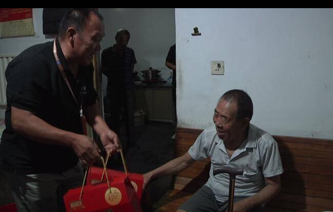 吃月饼看电影 潍坊安丘近20个村的老人收到一份特殊中秋节礼物