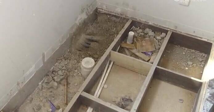 """菏泽:房子交付俩月漏水 业主反映问题被怼""""没空跟你啰啰"""""""