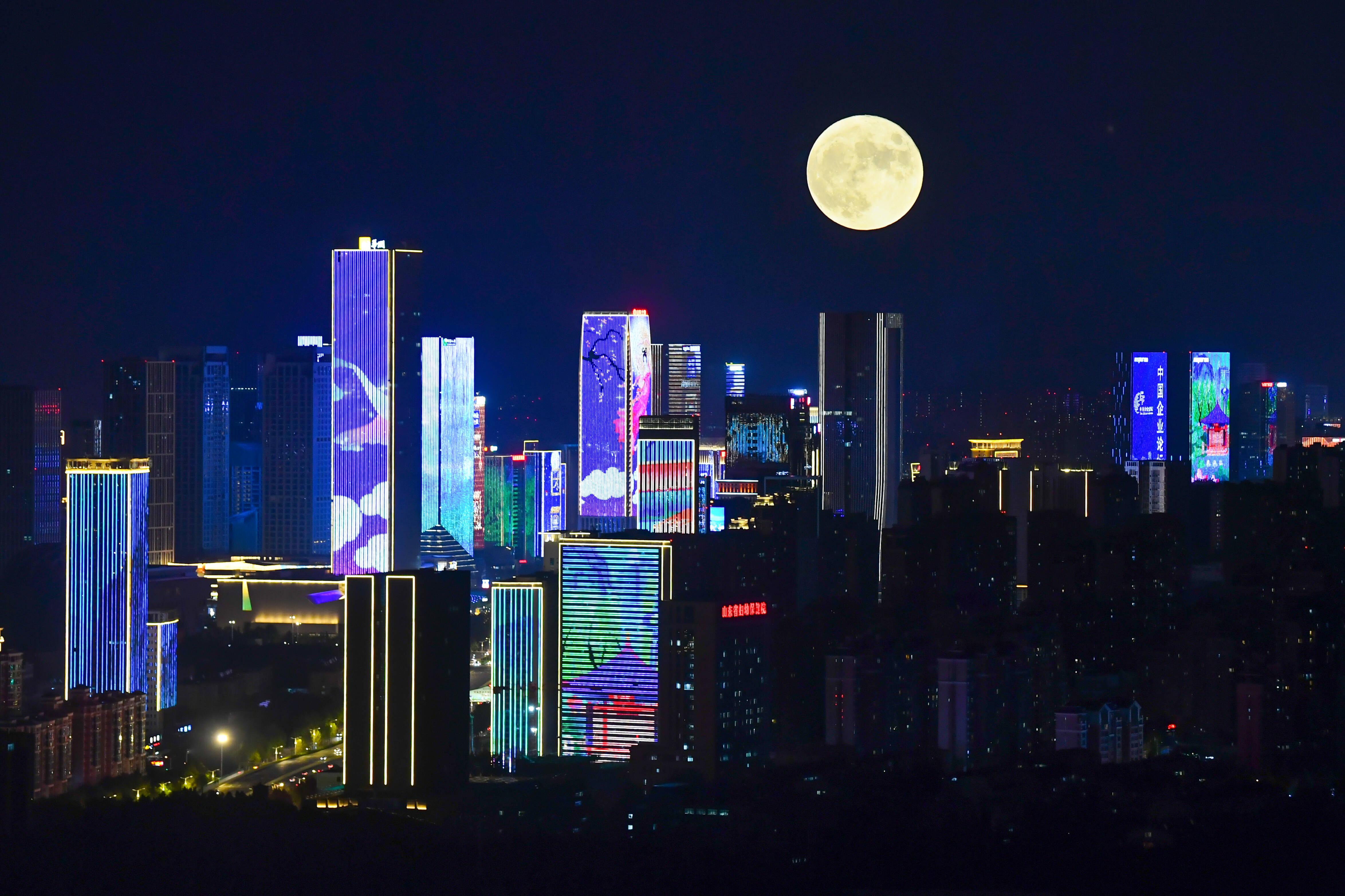 組圖∣中xing)鏌黃鵠瓷馱今年(nian)八月十五的月亮可(ke)比十六圓
