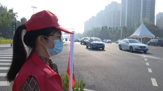 """放弃休假、倡导文明!潍坊""""志愿红""""扮靓城市街景"""