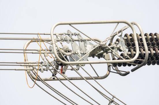 世界首次±800千伏直流输电线路全线规模化带电检修圆满完成