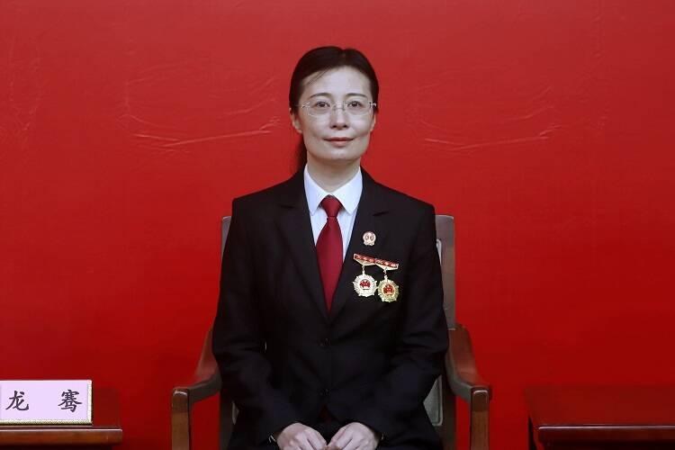 """不懈追求公平正义的法官龙骞:一家三代政法人  """"人民""""二字装心中"""