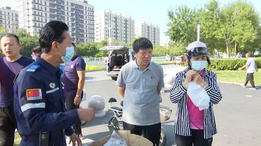 """安全出行从""""头""""开始 潍坊市坊子区向市民免费发放爱心头盔"""
