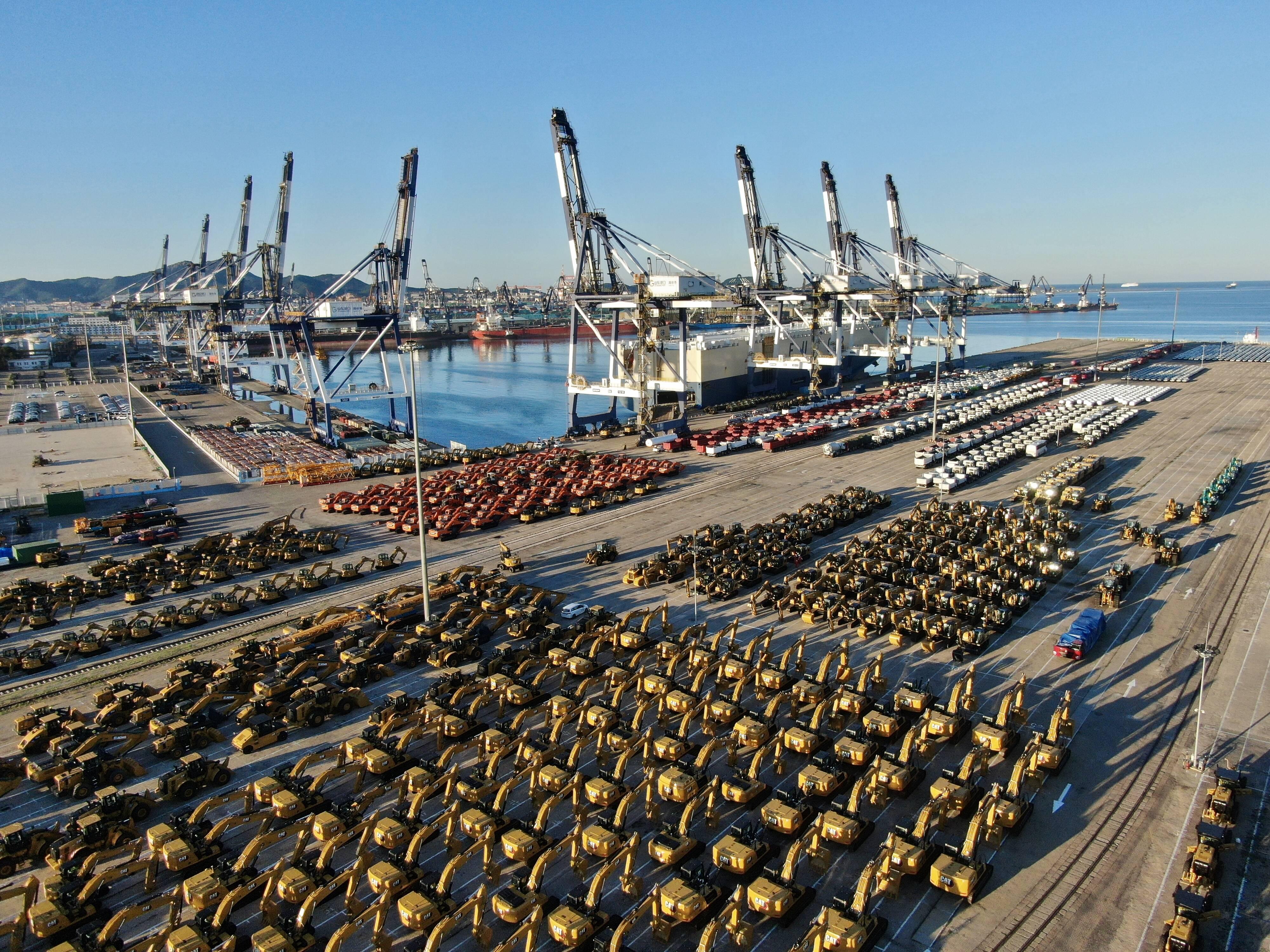 山东港口首条欧洲滚装航线开通