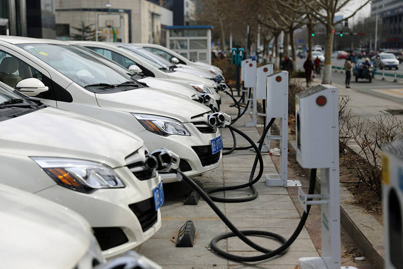 """闪电深1度 微观""""双碳""""一周年下的山东成绩:绿色能源正聚力成势"""