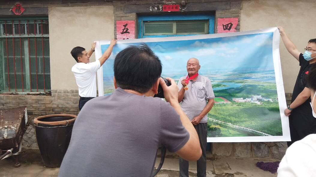 向老党员致敬!潍坊昌邑开展为老党员义务拍照活动