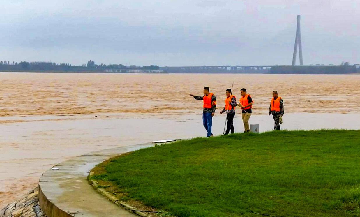 黄河中下游36年来最严重秋汛来袭 山东防汛人24小时上坝值守