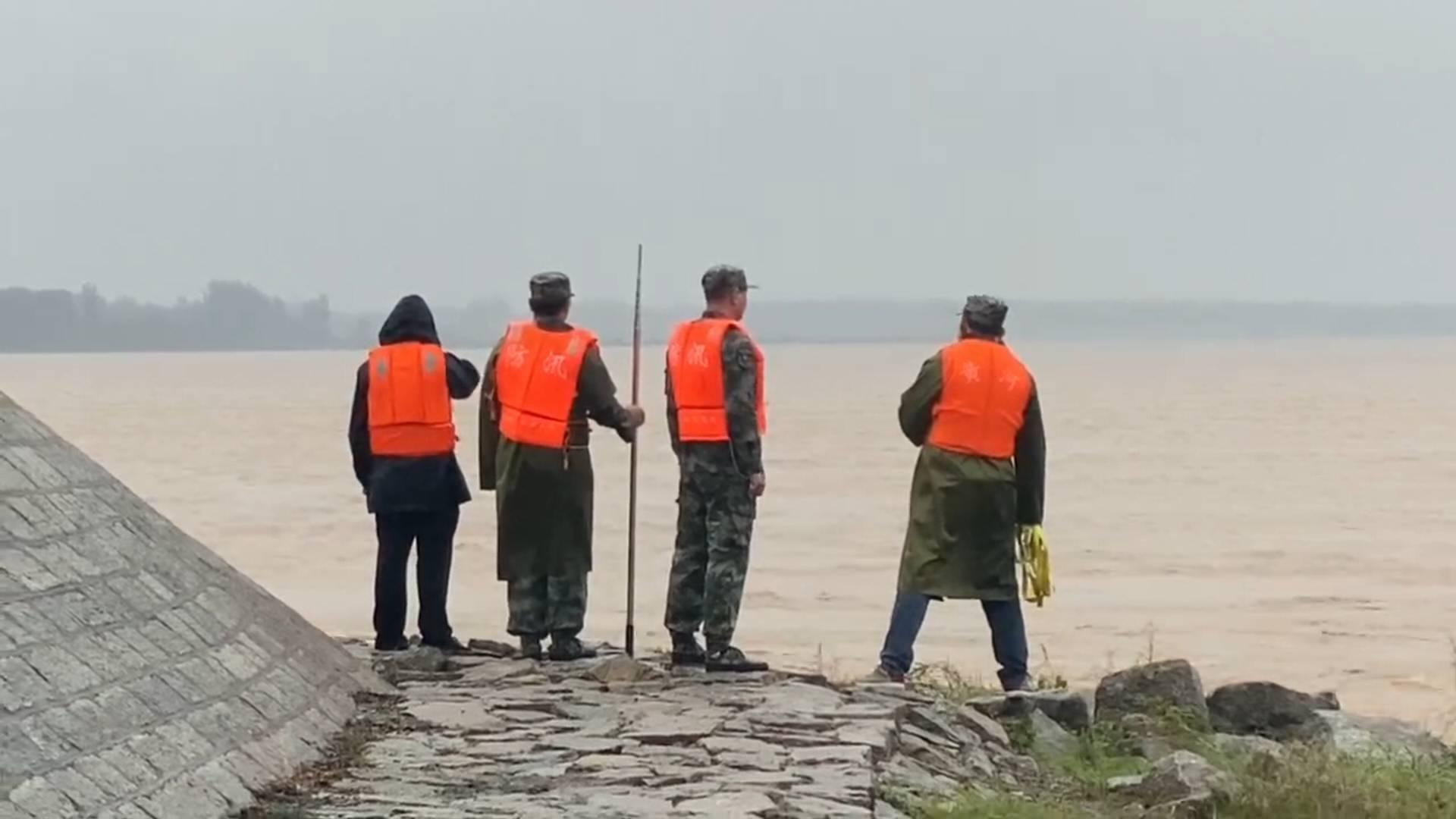 """24小时值守!黄河济南段大堤上的这群""""守护人""""防汛巡险一刻不停"""