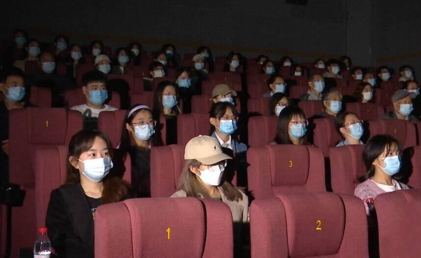 济南国庆档电影票房收入3539万元 短途自驾休闲游热度持续攀升