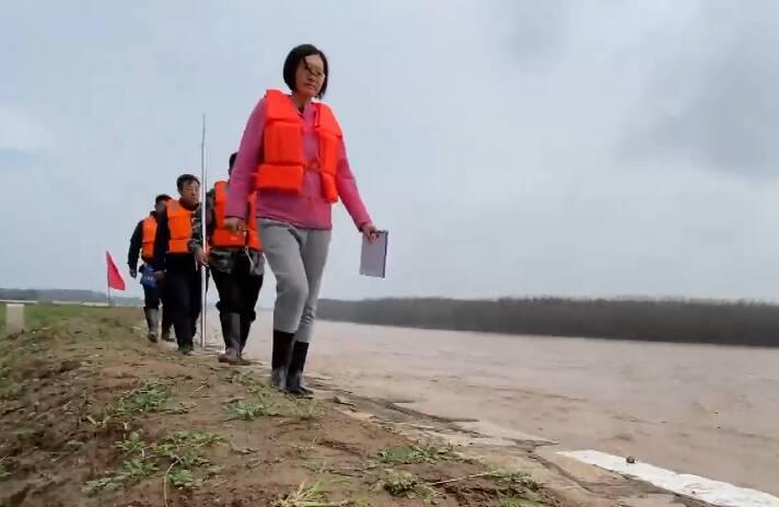 每天巡堤超16000米 面对黄河秋汛她坚持冲在一线