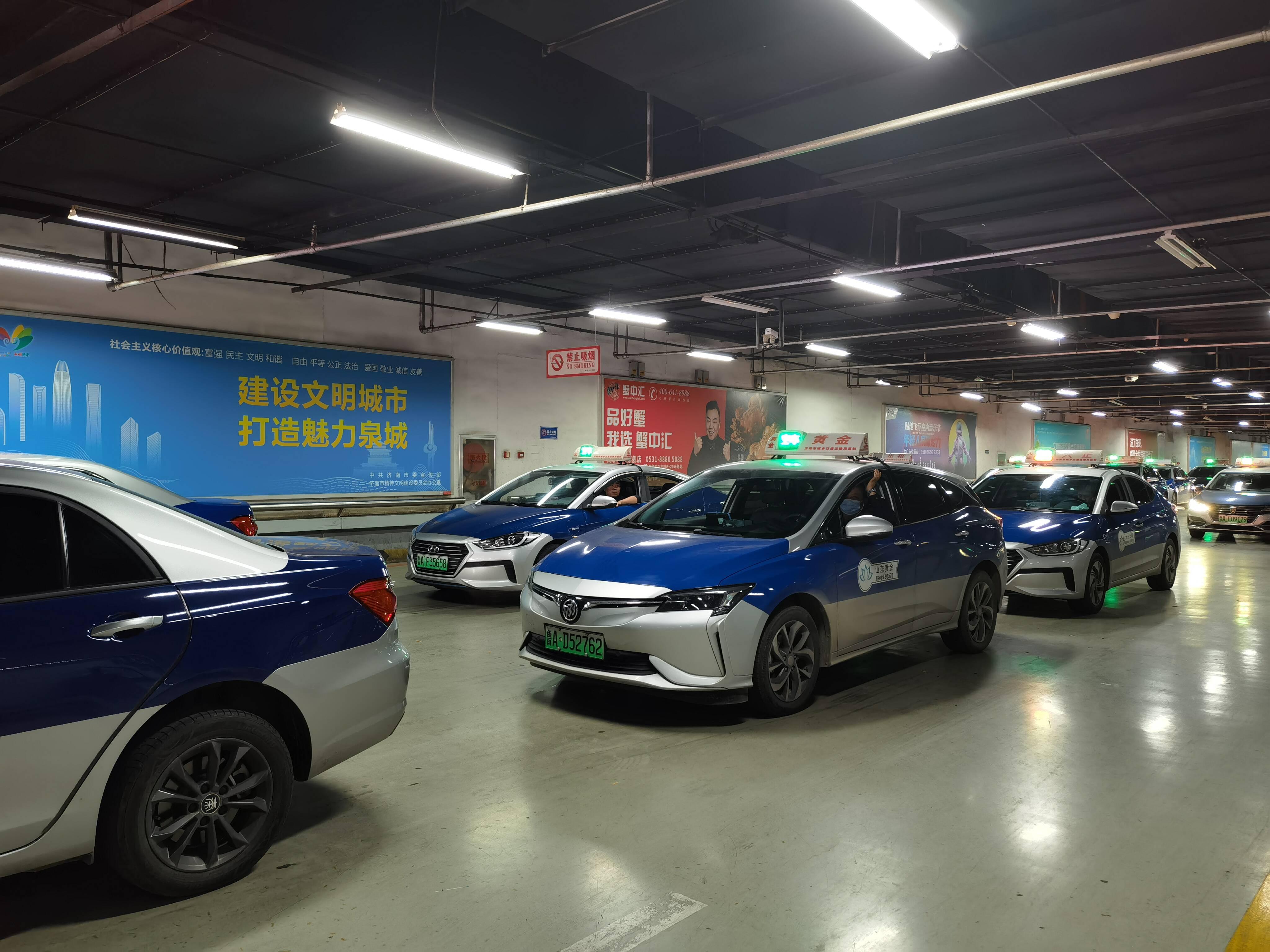 济南新能源出租车收费高引争议 专家建议:政府应给予一定补贴