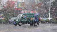 29秒|日照迎来新年第一场雪 受道路结冰影响部分公交线路提前收车