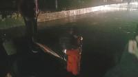 48秒|出租车误入积水涵洞 7分钟临沂消防救出被困司乘及儿童