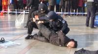 """现场制服""""暴徒""""!济南市历下区公安分局开展110宣传日活动"""