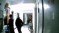 济南领秀城深夜撬门蒙面男子已被抓获 警方:业主有失物尽快登记