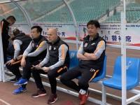 鲁能新任助理教练马克亮相热身赛 前德甲俱乐部青训总监确实有水平
