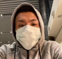 王大雷曬帶口罩自拍  將與魯能在迪拜會合
