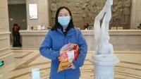 58秒|暖!武汉志愿者为山东医疗队队员送上暖宝宝 还特地准备了符合北方人的面食
