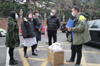 众志成城 青岛爱心企业捐赠物资给街道社区疫情防控一线人员