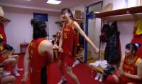 59秒丨中国女篮队员更衣室尬舞,女汉子变小女生,舞王竟是他